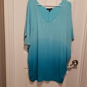 V neck graciated blue short sleeved top w/rouching